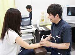 藤枝市 坂本接骨院・鍼灸院の最新治療機施術写真