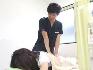 藤枝市 坂本接骨院・鍼灸院の腰痛の施術写真01