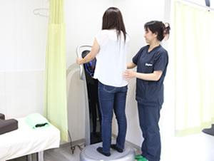 藤枝市 坂本接骨院・鍼灸院の骨盤・猫背矯正治療写真02